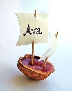 small world land: Walnut Shell Mayflower - place-card holders  Perfect for the kids table, and they really float!