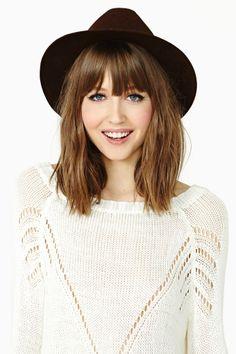 Cute shoulder-length hair.