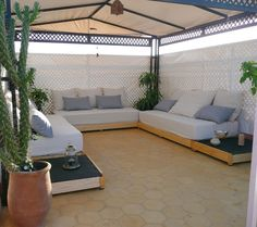 Salon marocain on pinterest salon marocain boxwood hedge and custom wood - Faire un salon marocain ...