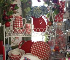 rojo cereza, white check, neat display, gingham dishes, red gingham