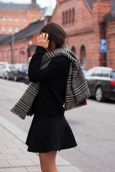 Plaid Fashion Fall 2014: Damla Yaraman wearing her black and white plaid scarf