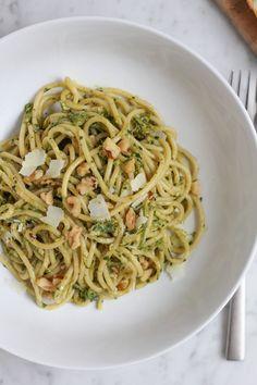 Spaghetti with Asparagus Pesto and Walnuts