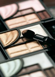 how to apply eyeshadow and how to pick eyeshadow colour!