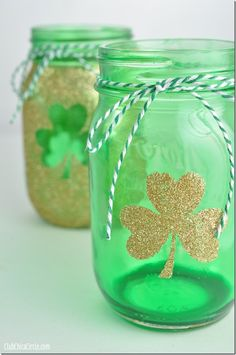 I've got all things Irish on my mind these days. Starting with shamrocks. And gold. And gold glittery shamrocks …   painted on green mason jars.   So cute!   What a clever crafting i...
