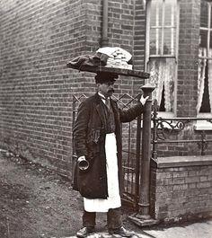 Muffin man, circa 1910, London