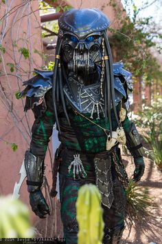 Predator | Amazing Arizona Comic Con 2014 #cosplay Bex would be running in the other direction fast