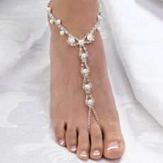 How great would this Pearl and Rhinestone Foot Jewelry be for a barefoot beach wedding?!  #jewelry