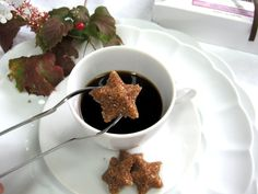 Star-shaped turbinado sugar cubes are flavored with maple and cinnamon.