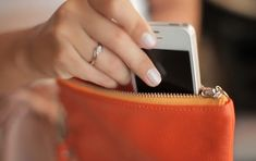Everpurse is a Purse That Wirelessly Charges Your Smartphone