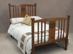 Arts and crafts oak bed