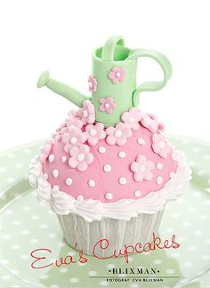 Spring Cupcake little cakes, green garden, decorating ideas, flower cakes, watering cans, garden theme, flower cupcakes, buttercream frosting, cake recipes
