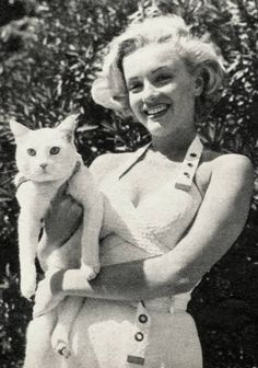 ~Marilyn Monroe with her pet kitty
