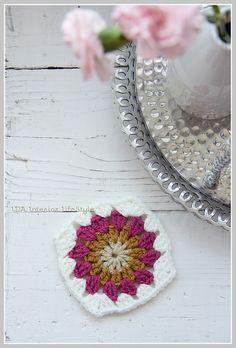 Crochet tutorial: sunburst {in a square}