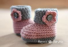 Wish i could crochet!!! Look at these Crochet Cuffed Baby Booties - Tutorial HARD TO FIND FREE boots patterns that are this cute!!!  Save this one guys! So cute!! For a girl!!