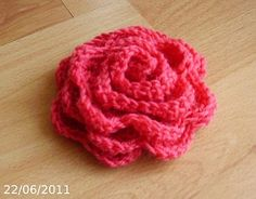 Elegant and super-easy crochet flower