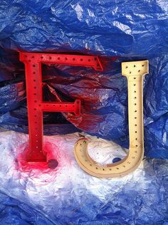 You can make your own carnival midway-style illuminated letters | Offbeat Bride
