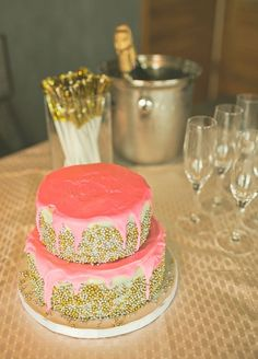#pink #gold #cake #champagne