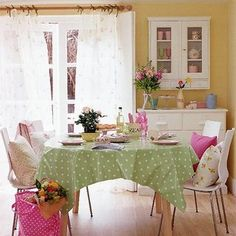 wall colors, dining rooms, dine room, tablecloth, kitchen tables, dining room decorating, room decorating ideas, yellow walls, country