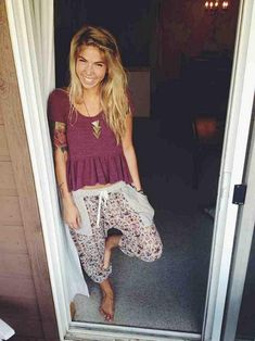 What a cutie!! Uber comfy boho threads and bronze triple triangle necklace.