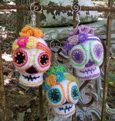 Sugar Skull CROCHET PATTERN Amigurumi Day.Halloween crochet #halloween #crochet ww.loveitsomuch.com