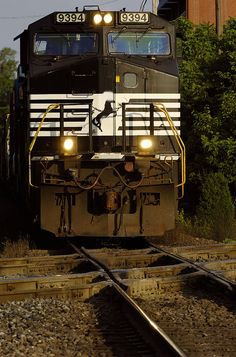 Norfolk Southern Dash 9 at the Diamond