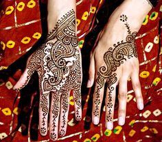 Mehndi by Iti of Mehndi Designs.com. I absolutely love the the precision and clean hand of her henna application. Notice that the lines of the mehndi designs are not super fine; translating into better visual appeal when the henna stains.