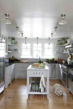 this Kitchen. I love white kitchens!