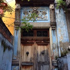 San Angel, Mexico. Love this grand entrance and the flaking paint only adds to the charm and mystery. . . .what lies behind ?!
