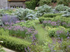 Top notch Kitchen Garden | jardin potager by nicholsonsgardendesign.com