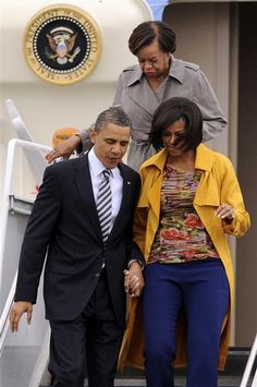 Michelle arriving at Chicago O'Hare on April 27, 2011, with President Obama and her mother Marian Robinson