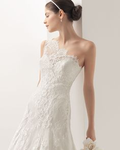 MOSCU - Lace dress in a natural colour.71T93 - Helena tulle net tiara, natural colour.