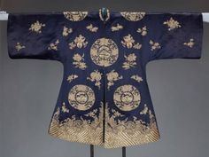 28-10-11  Woman's domestic formal surcoat (waitao)  Chinese (Han), Qing dynasty, 1870 to 1889