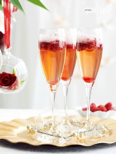 Festive cocktail: pomegranate & berry sparkling