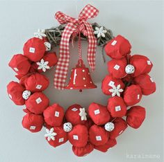 Pin now, for next year.... Two decorations in one! It's a Christmas wreath AND an Advent calendar! So clever.