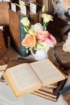 Vintage books and pastel flowers as wedding decor #vintage #vintagewedding #weddingdecor #diywedding #weddingideas