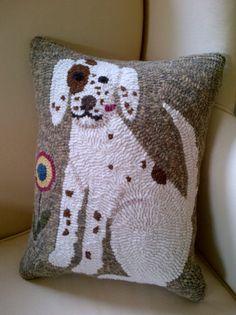 So cute! prairieroaddesigns.com - Pillow Patterns rug hook, hook rug, pillow patterns, rughook, dog pillow, hook pillow