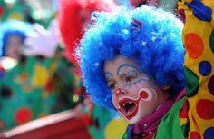 Carnaval é todo alegria e as crianças adoram se esbaldar nesses dias de fantasia. Mas existem alguns cuidados que todos devem tomar para não estragar a festa...Confira hoje no nosso site tudo o que você precisa saber para curtir todos os dias da folia!    www.dicasdacarol.com.br