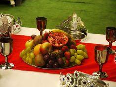Una mesa espectacular para una fiesta medieval / A spectacular scene for a medieval party mediev parti, themed birthday parties, mediev feast, fruit platters, medieval party, boy party themes, fruit tray, kid parties, themed parties