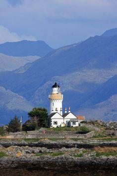 Ornsay Lighthouse · Ornsay · Sound of Sleat · Scotland (Pos.: 57°08.602'N  5°46.869'W); built in 1857 by David & Thomas Stevenson; White tower 19 metres high; Range 15 nm