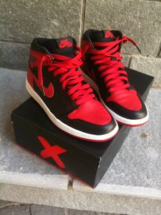 Featuring a retrospective look at the original banned Air Jordan 1′s, a short commercial showsMichael Jordan posing with the sneakers, which were outlawed by the NBA in 1985 for having very little...