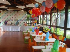 Mucho color en esta fiesta de cumpleaños Circus party http://antonelladipietro.com.ar/blog/2012/03/payasos-en-el-cumple/