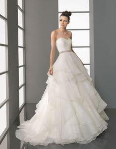 Elegant sweetheart princess organza wedding dress