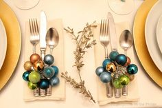 [MINI ORNAMENT CLUSTERS] Christmas tablescapes