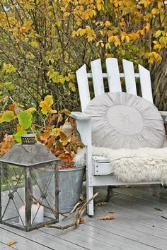 VIBEKE DESIGN: Inspired by AUTUMN  (intrigued by the round pillow)