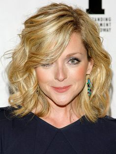 Jane Krakowski short hair, jane krakowski, celebrity hairstyles, medium length hairstyles, haircut idea, beauti, hair style, medium hairstyles, hair idea
