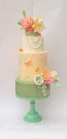 7 tips for arranging sugar flowers on cakes