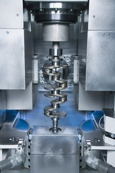 The crankshaft is longitudinally aligned with the help of a pivoting length measuring probe.     Categories:  CBN Grinding, Crankshafts, EMAG, Grinding, Grinding Machines, Maschines, Processing Technologies