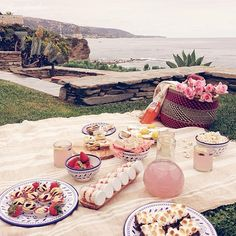 gorgeous beach picnic