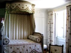 Marie Antoinette Bedroom Decor | Marie Antoinette's bedroom in the Petit Trianon - a photo on ...