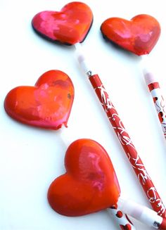 Crayon Heart Pencil Toppers....fun! www.skiptomylou.org #yearofcelebrations #ValentinesDayIdeas